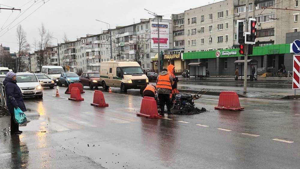 В Брянске асы асфальта расковыряли новую дорогу на Авиационной