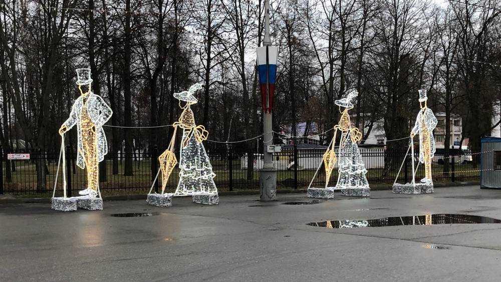 С улиц Брянска убрали новогодние инсталляции