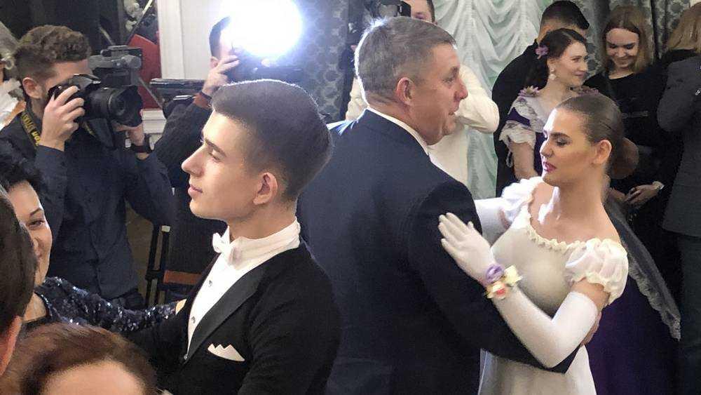 Брянский губернатор Александр Богомаз станцевал на балу
