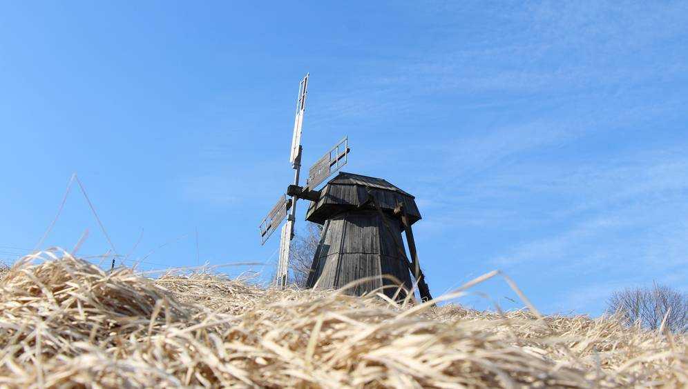 В Овстуге начали ремонтировать ветряную мельницу