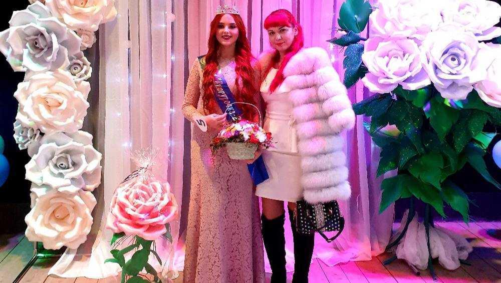 В Новозыбкове на конкурсе выбрали самых красивых Снегурочек
