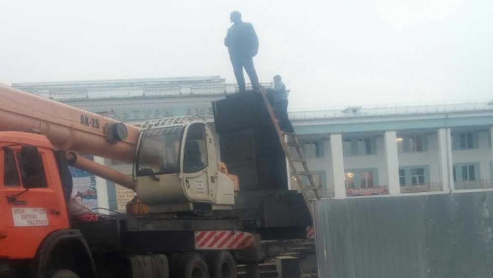 В Брянске приступили к ремонту памятника Ленину возле ДК БМЗ