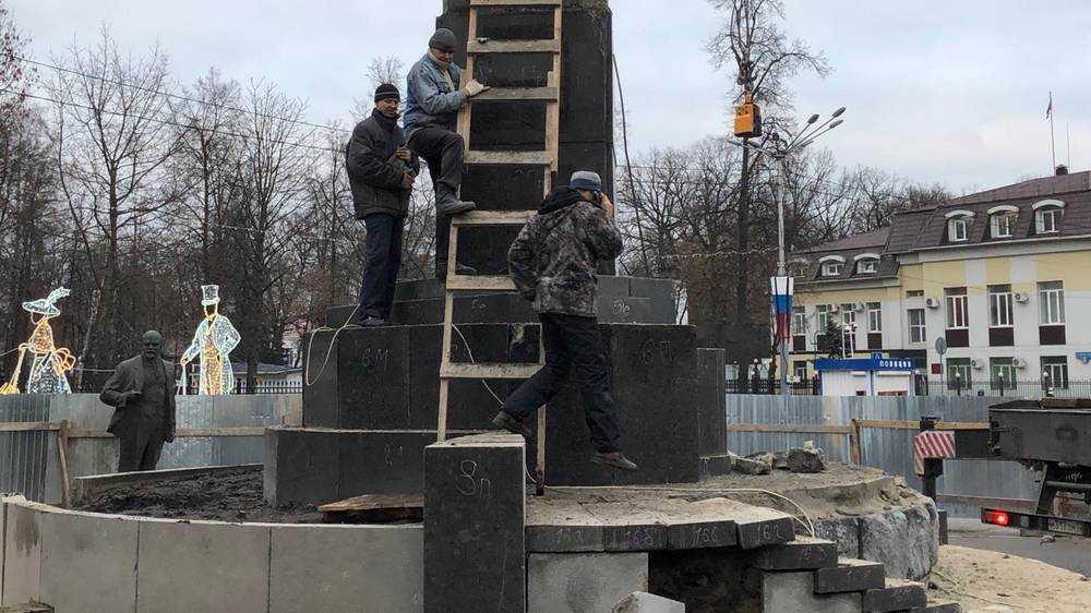 В Брянске власти спасли пролетариев от грозившего рухнуть Ленина