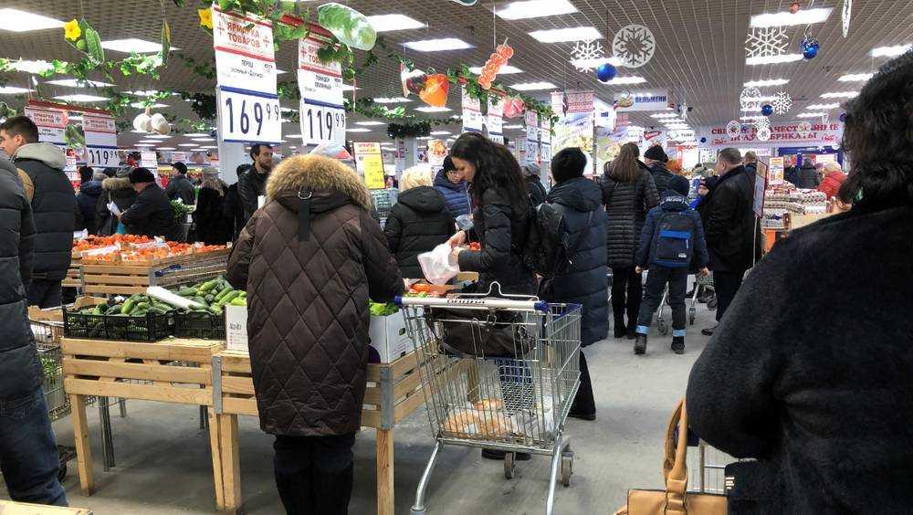 Жители Брянска устроили новогодний штурм гипермаркетов