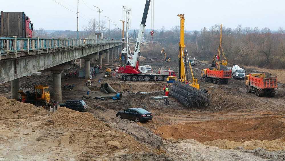 На стройке нового Литейного моста в Брянске забили четверть всех свай