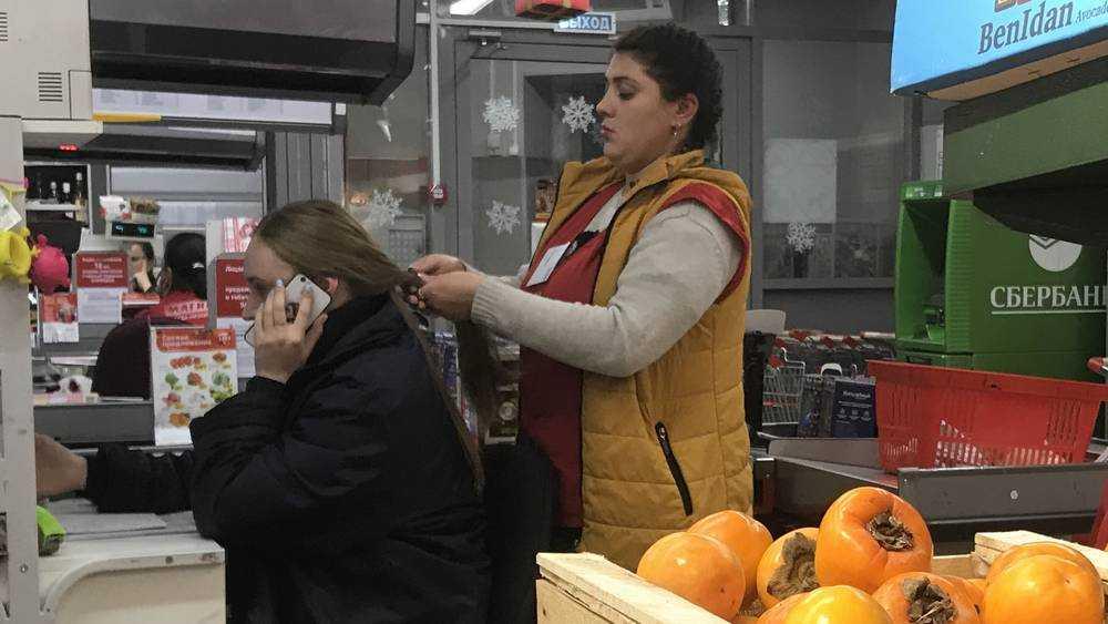 В брянских магазинах «Магнит» перемешали хурму с косой и релаксацией
