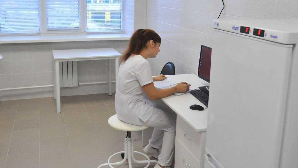 В Брянске санитаркам больницы №1 зарплату повысили до 62 тысяч рублей