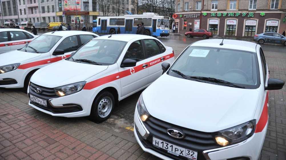 Брянские больницы получили автомобили и передвижные ФАПы