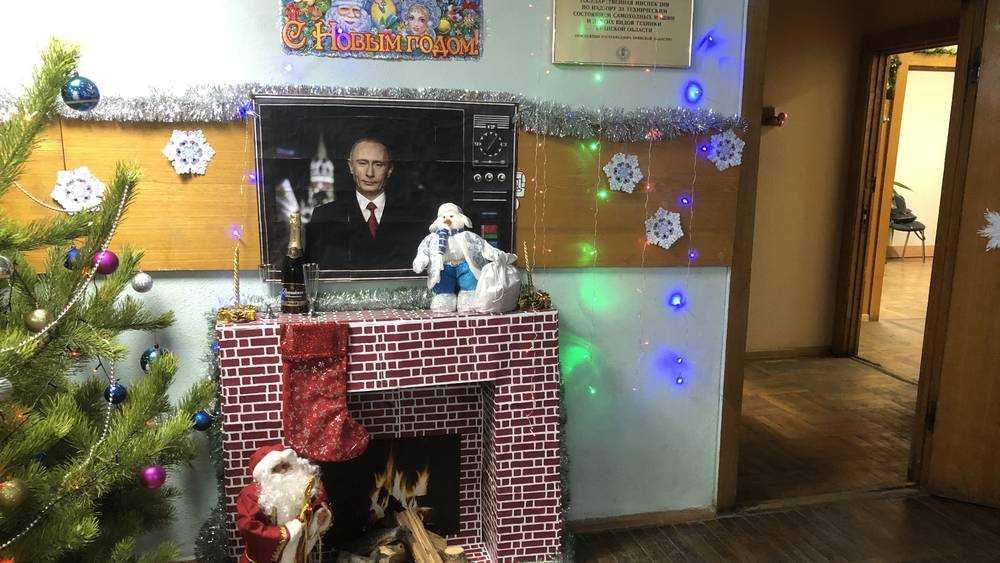 Брянские чиновники изваяли гениальное поздравление с Путиным и камином