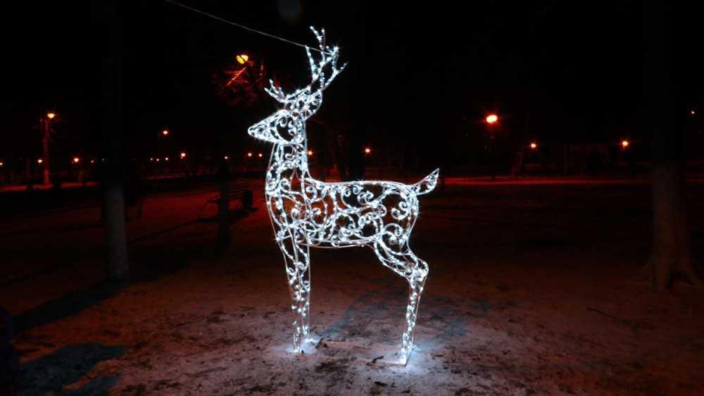 В центре Брянска появились оркестр снеговиков, олени и волшебная карета
