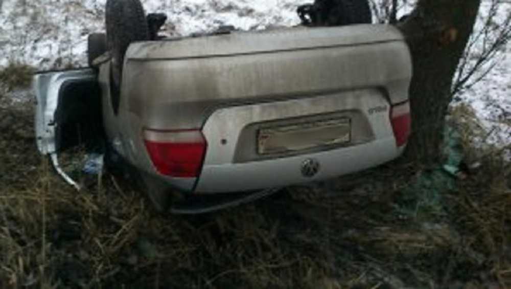 Под Дятьковом пассажирка опрокинувшейся легковушки сломала шею