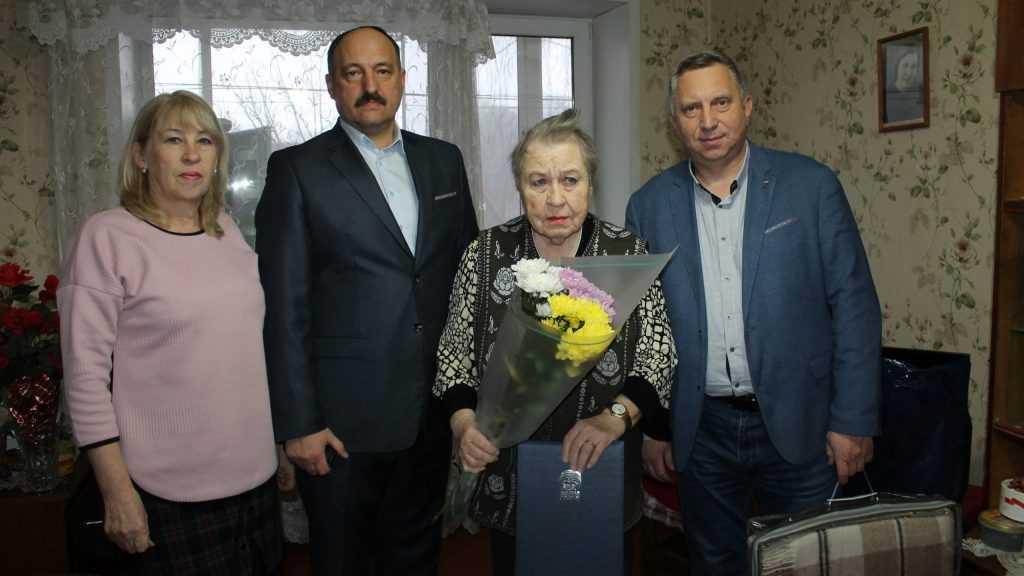 В Брянской области партийцы поздравили старейшего члена «Единой России» с Днем рождения