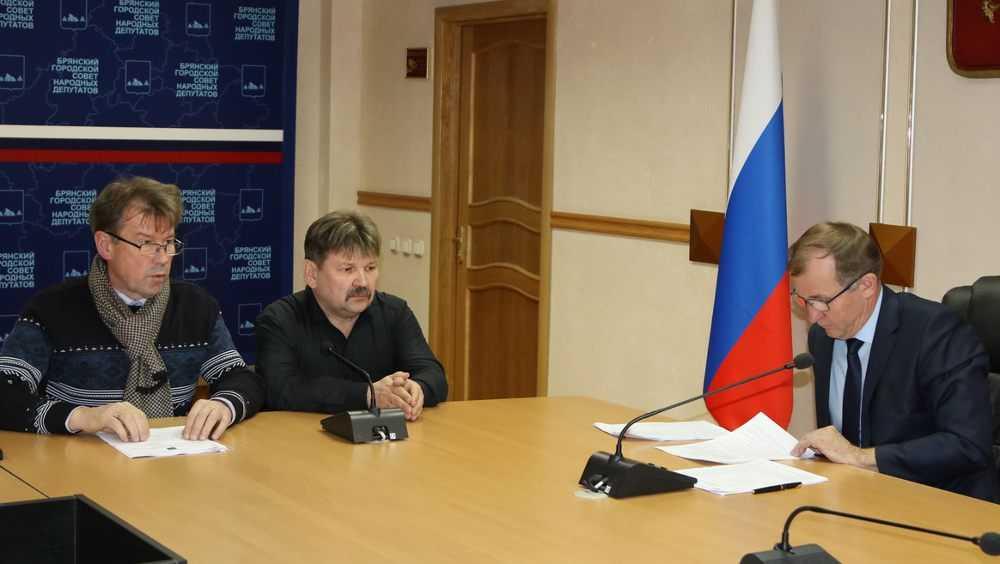 Мэра Брянска Макарова дачники попросили провести газ в Чайковичи