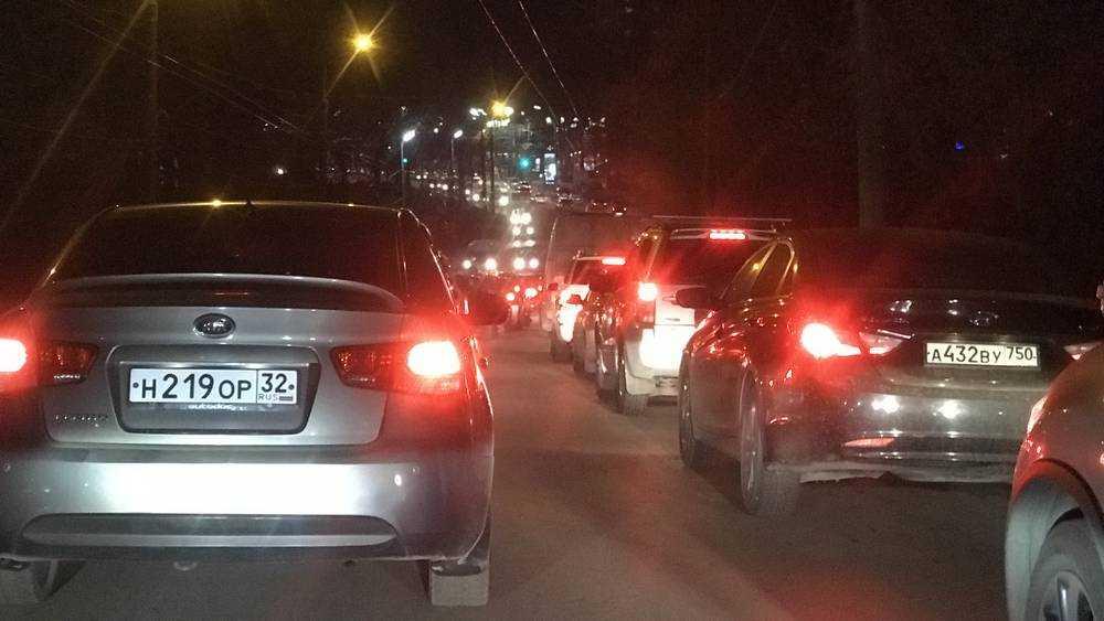 В Брянске 300 водителей на одном перекрестке за час нарушили правила