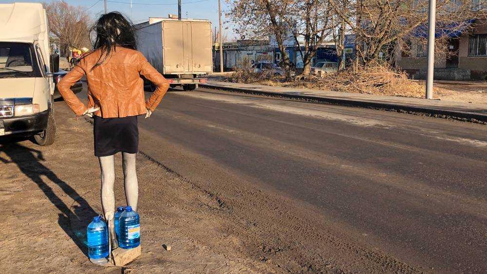 В Брянске проститутка в рваных колготках стала продавать незамерзайку