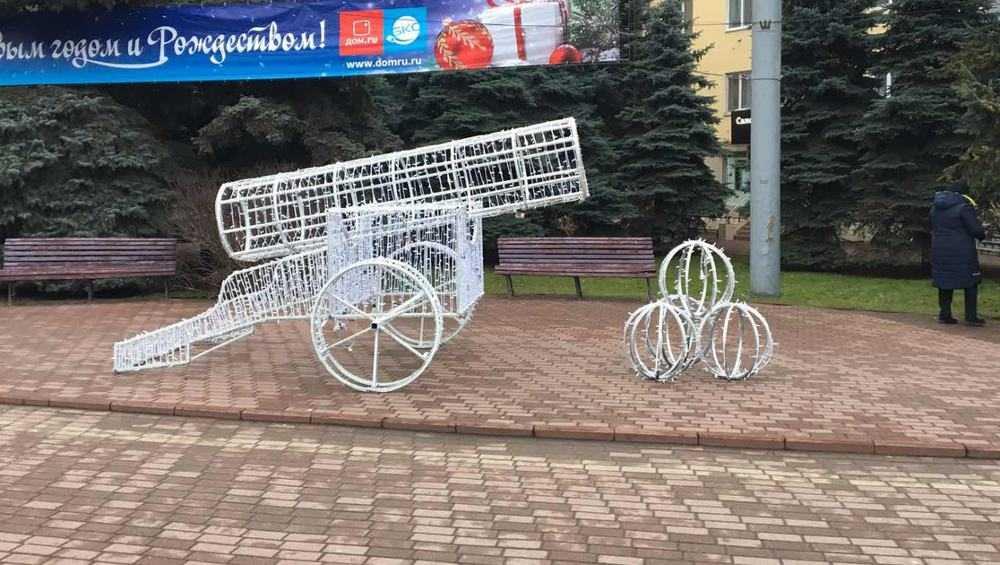 Брянск пополнился новогодними украшениями