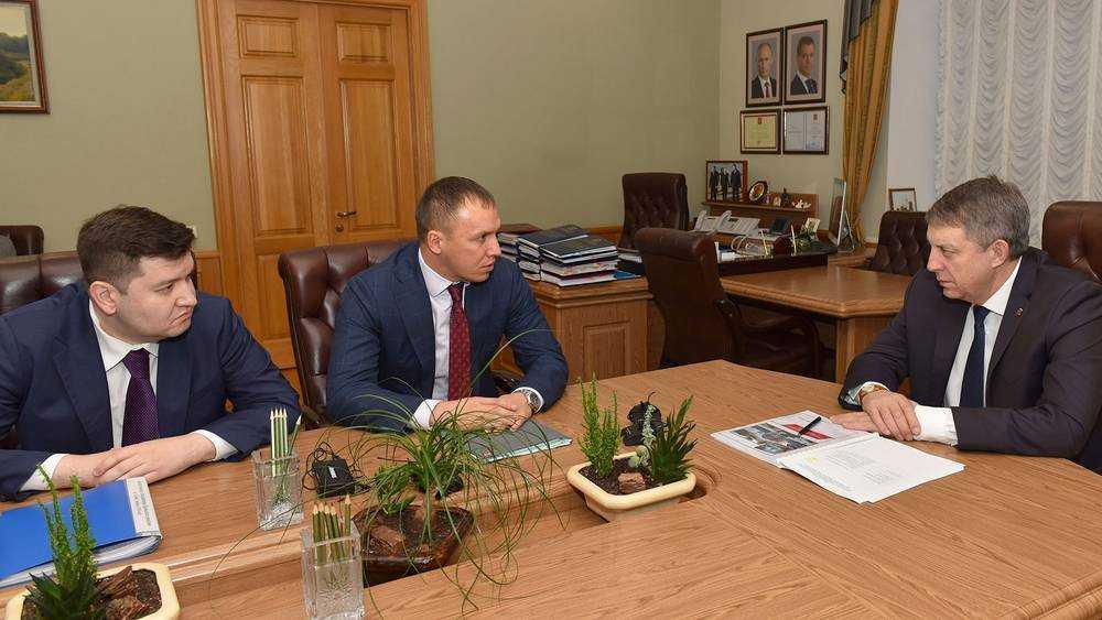 Начальник МЖД Михаил Глазков представил губернатору Александру Богомазу своего заместителя по территориальному управлению Марата Шайдуллина