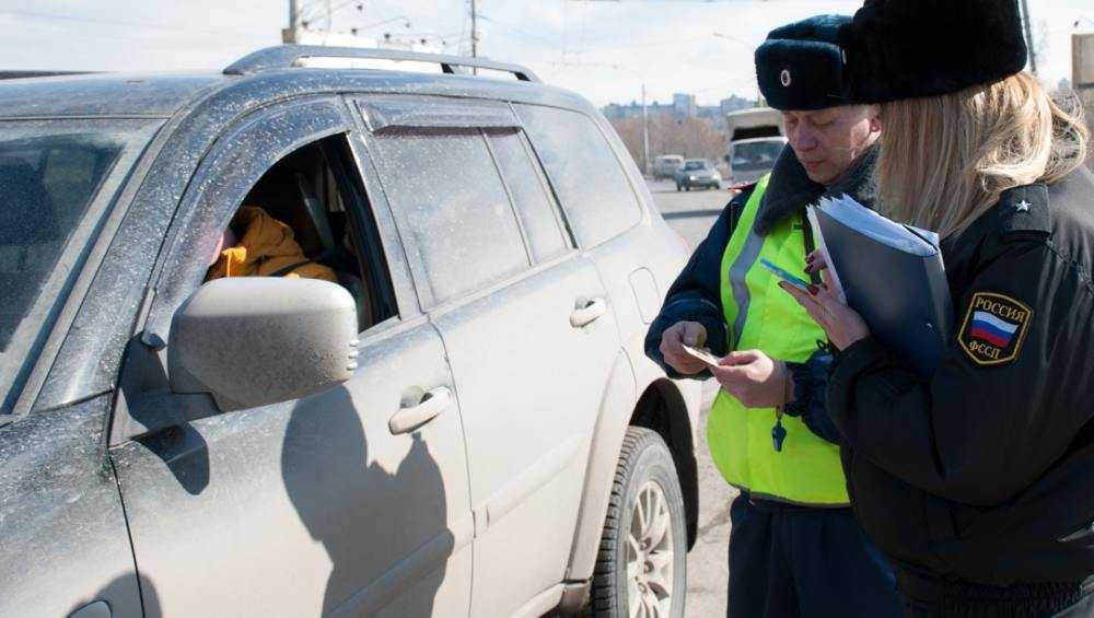 В Брянске судебные приставы поймали должников на дороге