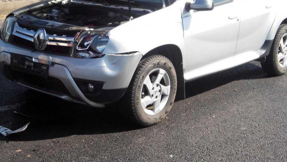 В Брянске перед «зеброй» невнимательный водитель протаранил легковушку