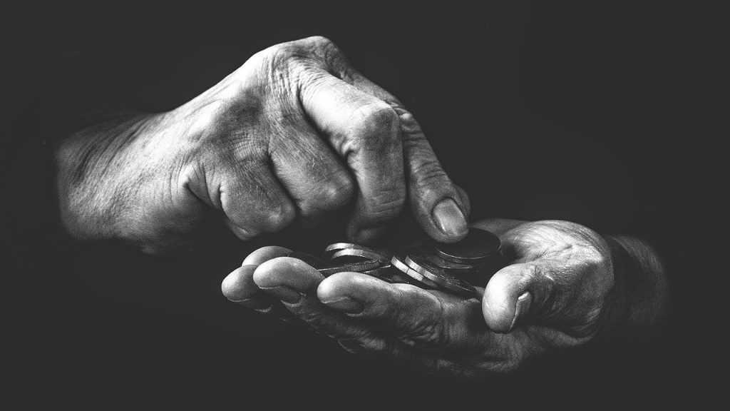 Экономист заявил о «возможной отмене пенсий» в России