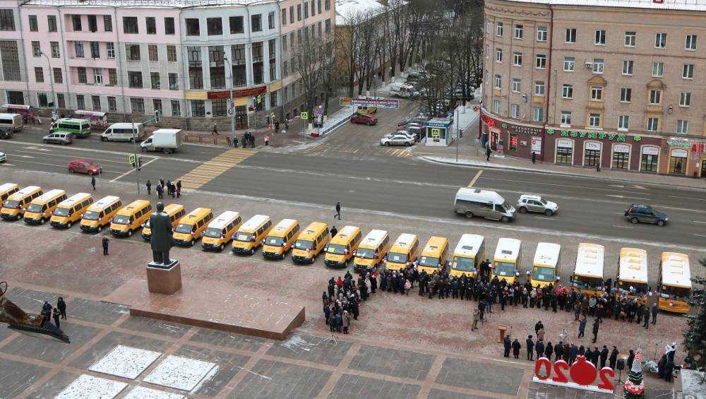 Школы Брянской области получили еще 30 новых автобусов