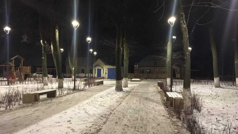 В брянском сквере имени Александра Волкова зажгли фонари