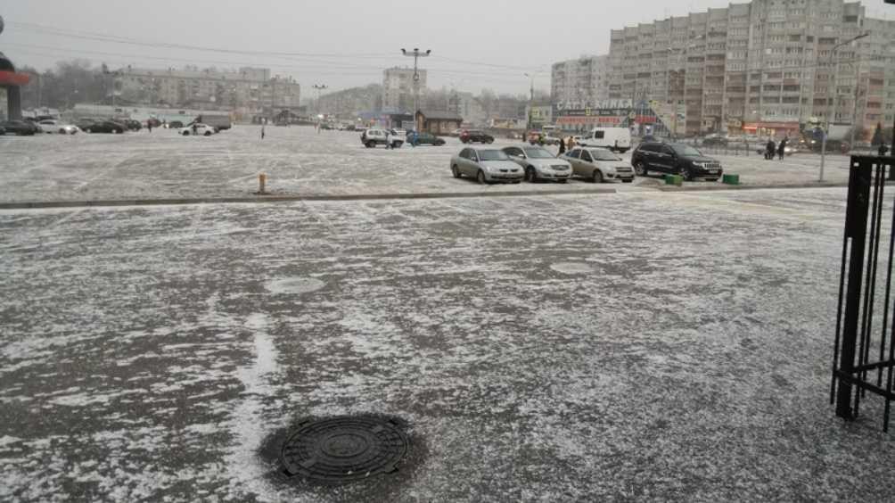 В Брянске новогоднее настроение горожанам подарил снегопад