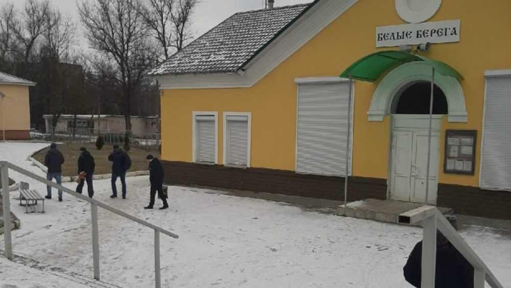 Жителей брянского посёлка Белые Берега порадовал выпавший снег