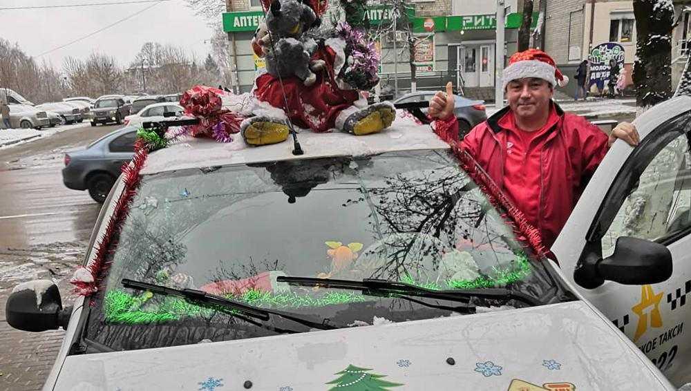 Брянцев порадовало новогоднее такси с крысой на крыше