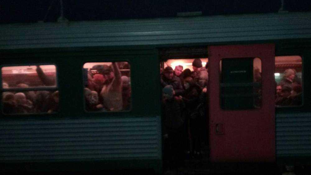 Брянцы пожаловались на невыносимую давку в пригородных поездах