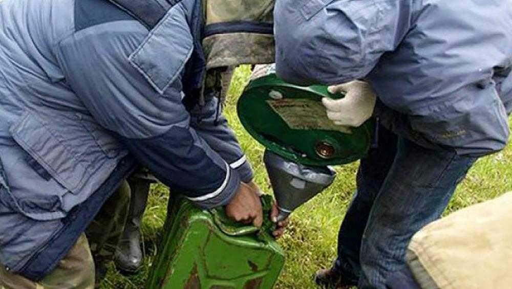 В Комаричах раненый грабителями сторож не позволил им слить топливо