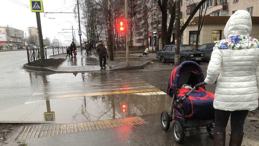 Для жителей Брянска подготовили роскошные бассейны на тротуарах