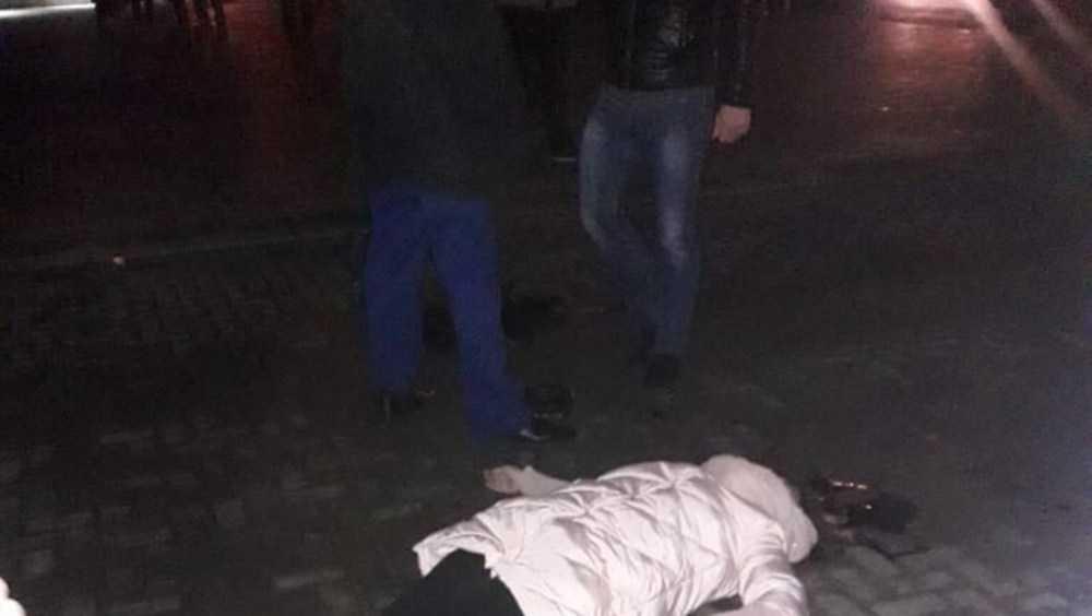 В Клинцах мужчина застрелил жену и ранил себя возле школы