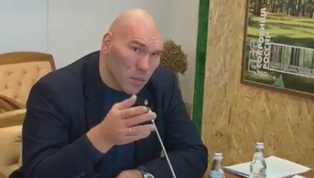 Депутат Валуев отказался от загадочного подарка брянской девушки