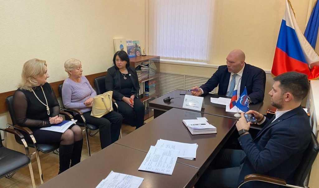 Николай Валуев провёл приём граждан в Брянске