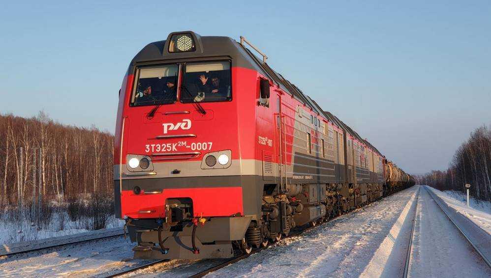 В России началась эксплуатация новых грузовых тепловозов ТМХ
