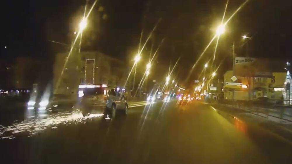 В Брянске на въезде в Володарский район попал в ДТП внедорожник