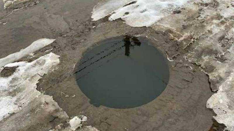 В Брянске предупредили об опасном люке с водой