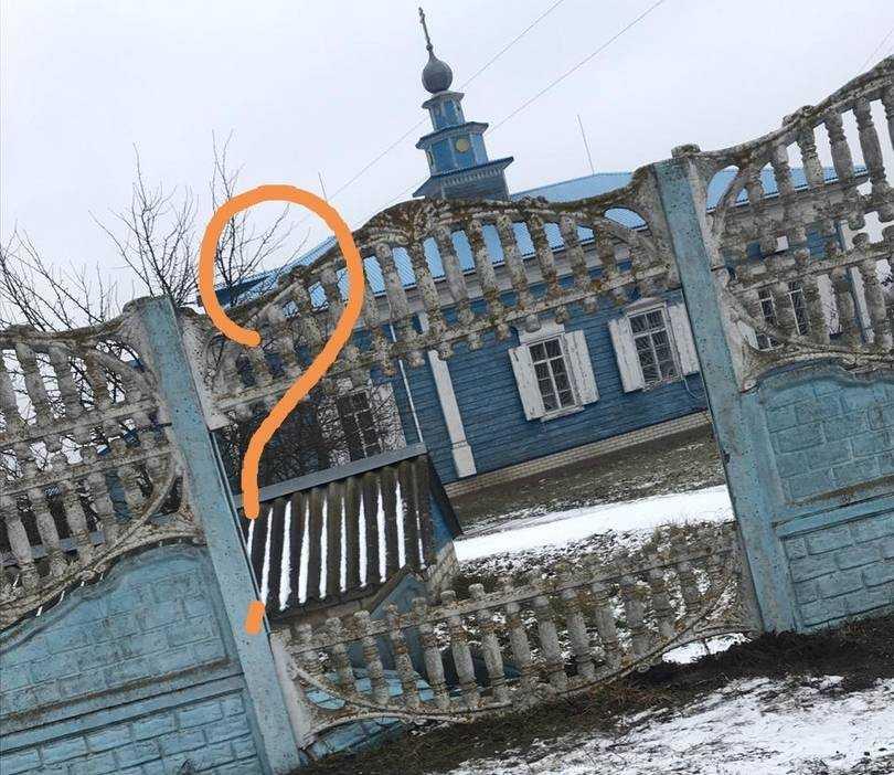 В Брянской области лихой водитель пробил забор возле церкви