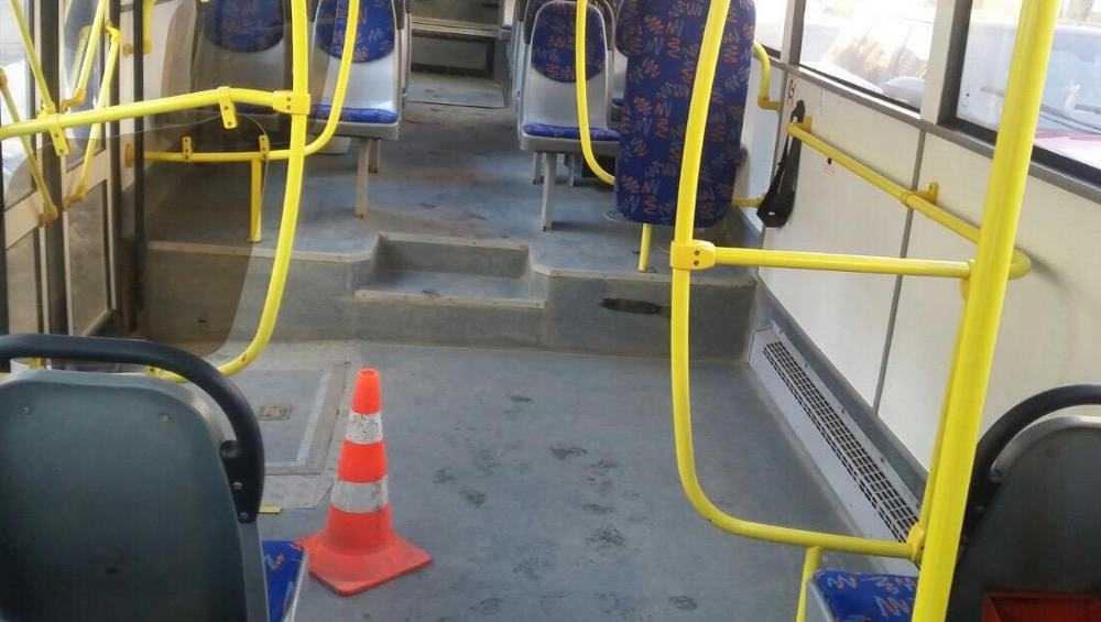 В Брянске в автобусе пенсионер ушиб голову при резком торможении