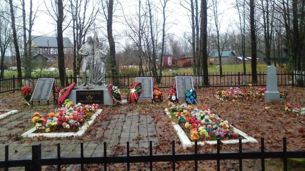 Ленинградские поисковики попросили брянцев разыскать родственников погибших бойцов