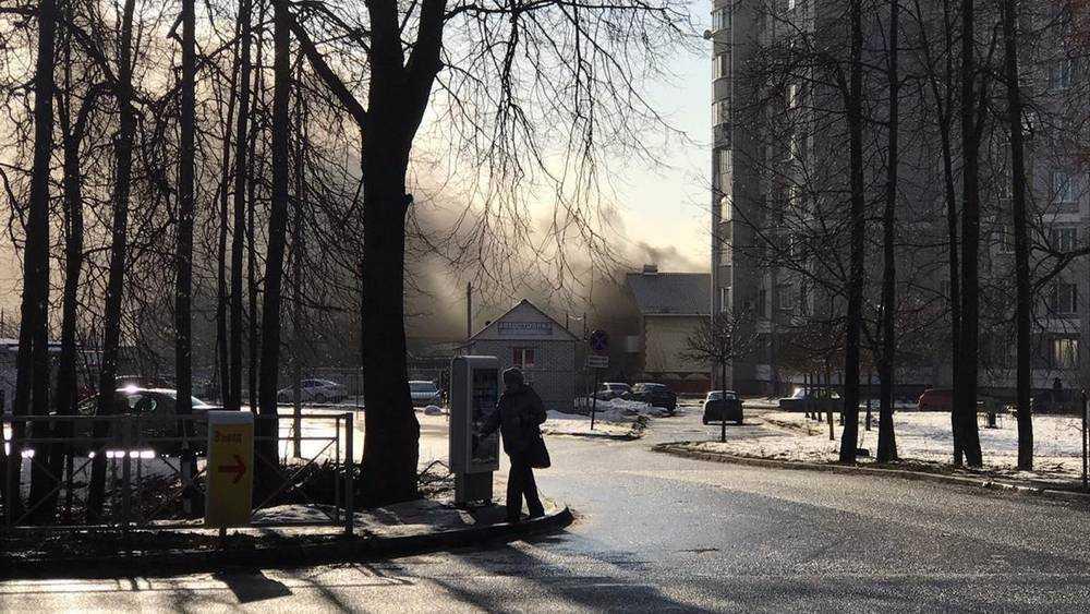 В Брянске на улице Рославльской сгорели 2 гаража