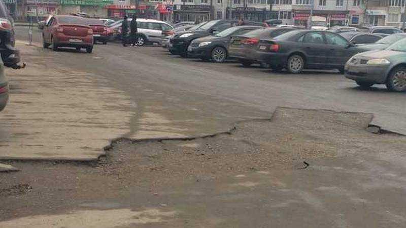 В Брянске паникеры перепутали ремонт трубы с провалом возле «Линии»