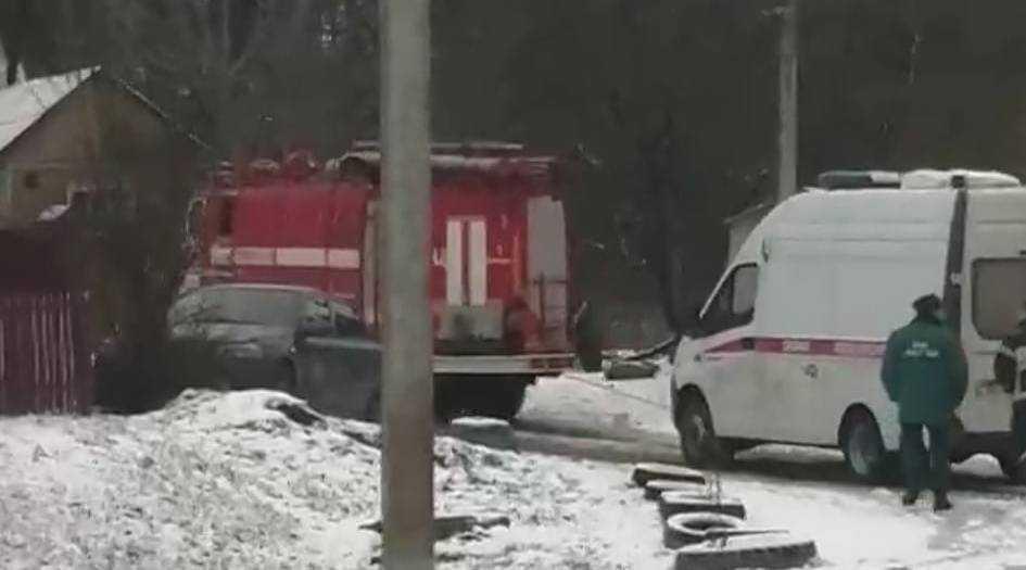 В Брянске скорую помощь на гору пришлось тащить спасателям МЧС
