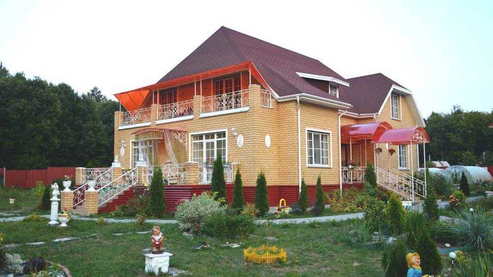 Брянцам предложили жилье без кабанов за 15 тысяч рублей в сутки