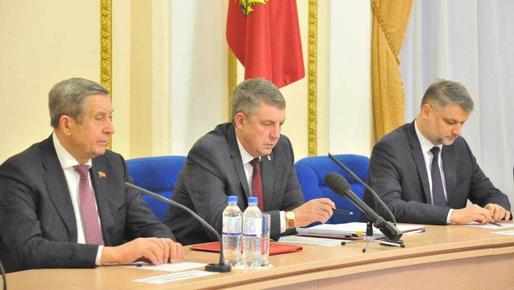 Губернатор оценил новогоднее настроение в Брянске и районах области
