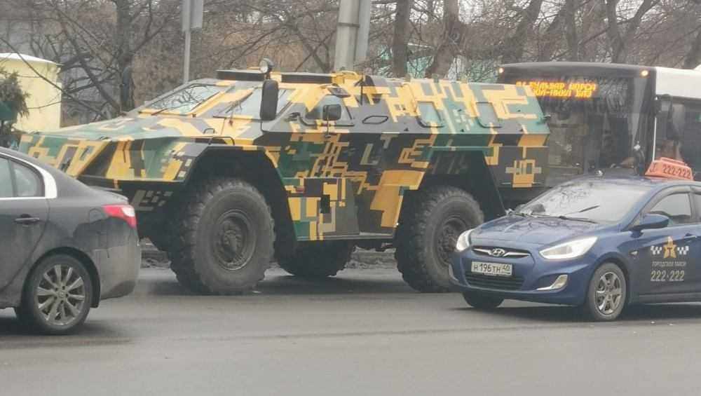 Жителей Брянска удивил бронеавтомобиль на улицах города