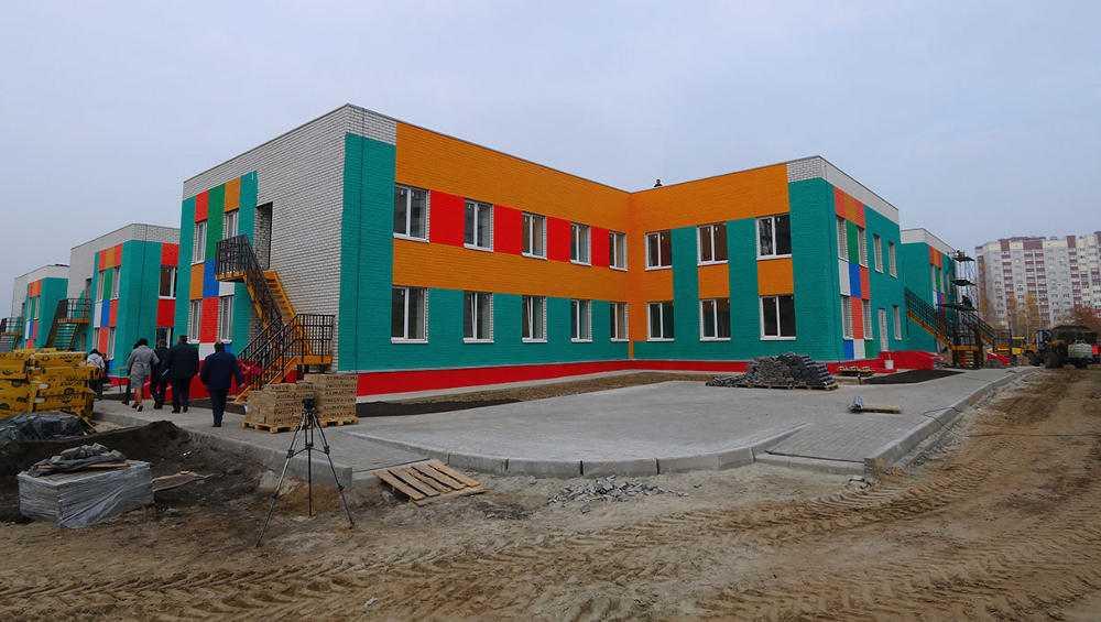 В Брянске не уложились в сроки строители детсада и шести пристроек