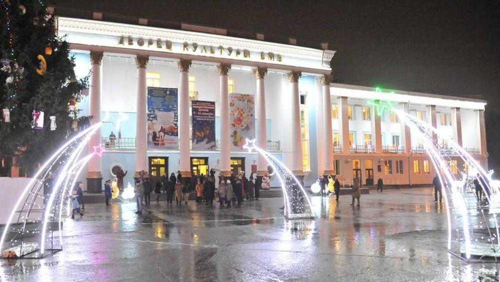 Брянский губернатор велел привести в порядок площадь перед ДК БМЗ