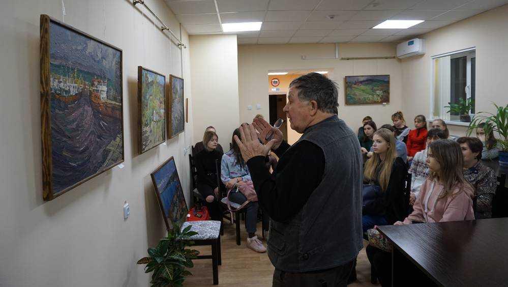 В галерее театра кукол состоялась  встреча с художником Николаем Борисенко